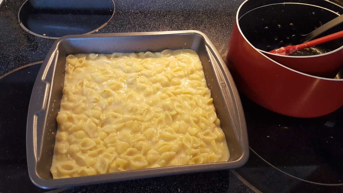 Macaroni and cheese in the pan