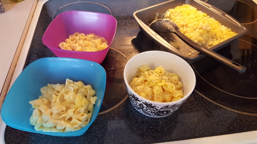 Macaroni and cheese ready to serve