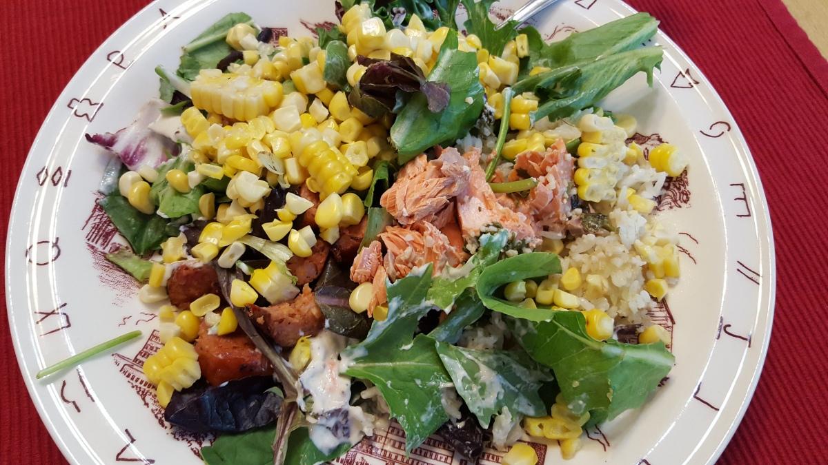 Grilled Salmon and Sweet Cornrecipe